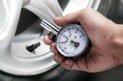 Давление в шинах Toyota Corolla: как узнать и как замерить