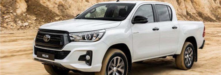Демонтаж и замена регулировочных болтов сход-развала на Toyota Hilux 2012 года выпуска: очерёдность действий