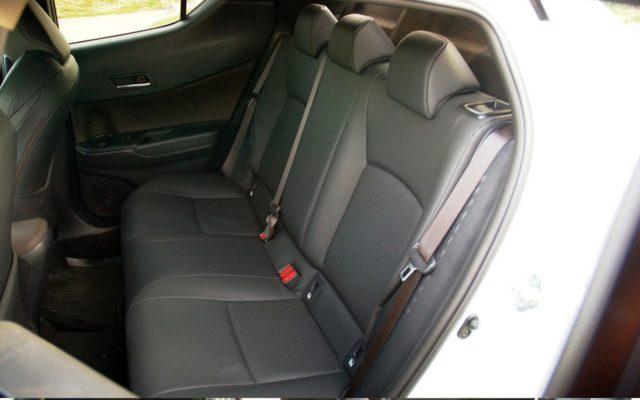 Задние сидень C-HR-Hybrid